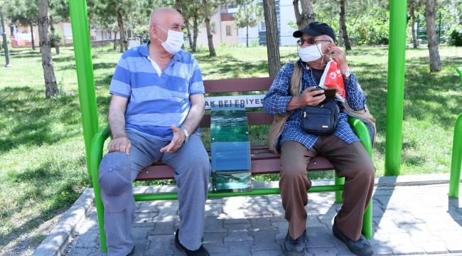 Mamak'ta parklara sosyal mesafe düzeni