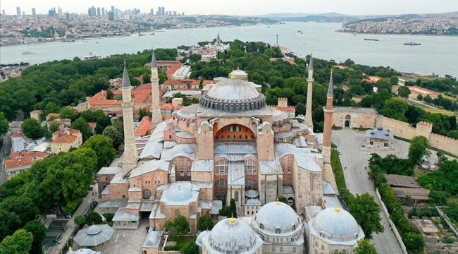 Cumhurbaşkanı Erdoğan, Ayasofya'yı ibadete açan kararı imzaladı