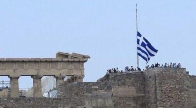 Yunanistan'da bayraklar yarıya indirildi, yas çanları çalıyor