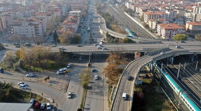 Etimesgut'ta köprülü kavşak ve alt geçitler hizmete açıldı