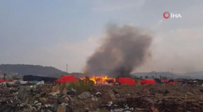 Mekke'de pazar yerine yıldırım düşmesi sonucu yangın çıktı