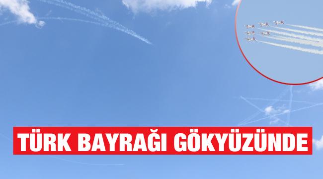 Türk Yıldızları ve Solo Türk'ten gökyüzüne Türk Bayrağı