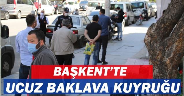 Ankara'da ucuz baklava almak için metrelerce kuyruk!