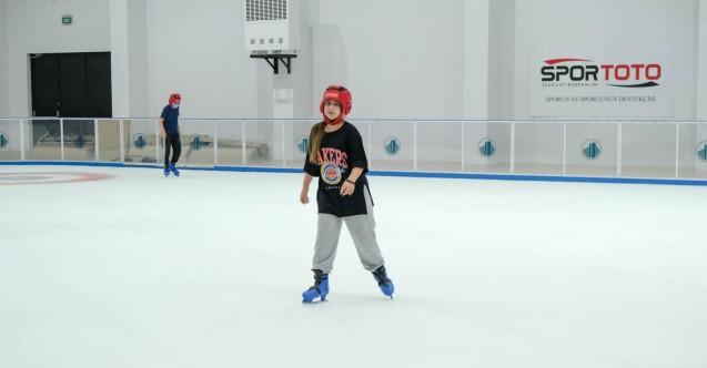 Altındağlı çocukların buz pateni sevinci