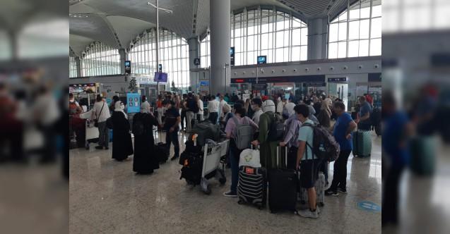 Havalimanları doldu taştı! En yüksek yolcu sayısına ulaşıldı...
