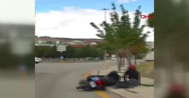 Ankara'da kamyonet sürücüsü virajı dönerken, motosiklete çarptı