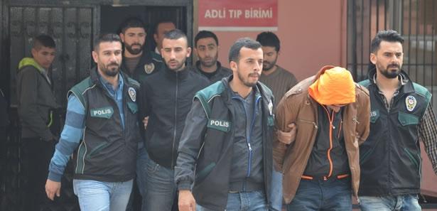Adana'da Evde Uyuşturucu Paketlerken Yakalanan 7 Kişi Tutuklandı