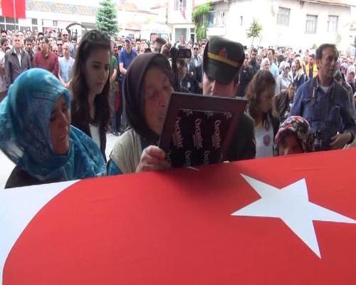 Afyon Şehidi Muhammet Arı'nın Annesi: ''Beni de Onun Yanına Gömün''
