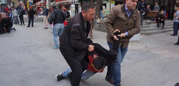 Ankara'da İzinsiz Standçılara Gözaltı
