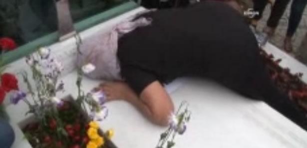 Anne Elvan, Oğlunun Mezarı Başında Bayıldı