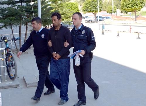 Antalya'da Marketten Hırsızlık Yapan Zanlı Tutuklandı