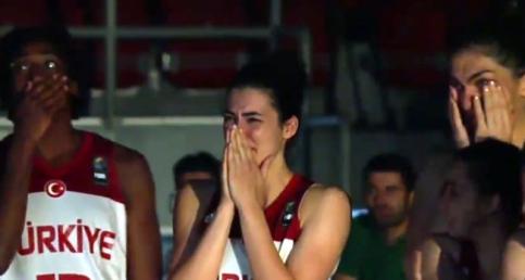 A Milli Kadın Basketbol Takımı Oyuncularına Duygusal Babalar Günü Sürprizi