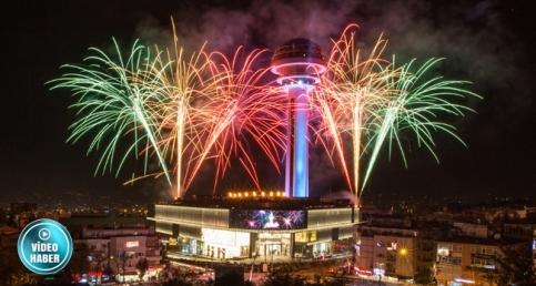 Ankara'nın Simgesi Atakule 29 Ekim'de Işık Saçtı! İşte 'O' Işık Gösterisinden Görüntüler...
